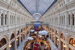 MOSKAU, RUSSLAND - 3. DEZEMBER 2017: Neues Jahr ` s und Weihnachtsdekoration des GUMMIS in Moskau, Russland Lizenzfreies Stockbild
