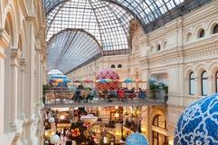 MOSKAU, RUSSLAND - 3. DEZEMBER 2017: Neues Jahr ` s und Weihnachtsdekoration des GUMMIS in Moskau, Russland Lizenzfreie Stockfotografie