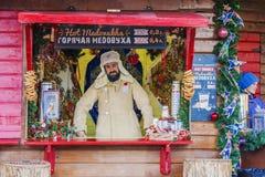 MOSKAU, RUSSLAND - 20. DEZEMBER 2016: Weihnachtsmarkt auf dem roten s Stockfoto