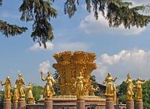Moskau, Russland Die Freundschaft des Leutebrunnens an der Gesamt-Russland-Ausstellungs-Mitte ENEA stockfotografie