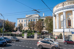 Moskau, Russland - 09 21 2015 Fähigkeit von Journalismus von Moskau-staatlicher Universität auf Moss Street Jahrhundert 18 Lizenzfreie Stockfotos