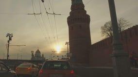 MOSKAU, RUSSLAND - 28. Februar 2016: Ansicht vom Kreml und von der Kreml-Damm stock video