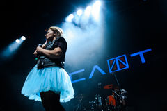 MOSKAU, RUSSLAND - 25. FEBRUAR 2017: Russische alternative NUmetall-rapcore Band SCHLITZ-Ausführung Live an Yotaspace-Club 0 im F lizenzfreie stockfotos