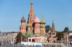 MOSKAU, RUSSLAND - 21 09 2015 Heiliges Basil Cathedral und Vasilevsky-Abfall des Roten Platzes in Moskau der Kreml, Stockbilder