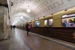 MOSKAU, RUSSLAND - 10. Januar 2018 Alter Zug von Zeiten von UDSSR an der Metrostation Okhotny Ryad lizenzfreie stockfotografie
