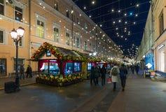MOSKAU, RUSSLAND - 10. Januar 2018 Das Festival ist Reise zum Weihnachten auf Rozhdestvenka-Straße Stockbild