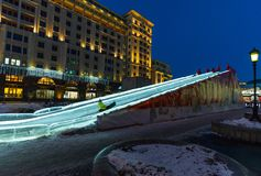 MOSKAU, RUSSLAND - 10. Januar 2018 Gefrieren Sie Dia auf Manezhnaya-Quadrat als Teil des Festivals - lösen Sie zum Weihnachten au Stockfotos