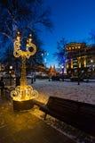 MOSKAU, RUSSLAND - 10. Januar 2018 helle Installation an der Festivalreise am Weihnachten am Revolutions-Quadrat Stockbild
