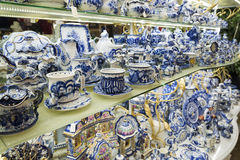 Moskau, Russland - 10. Januar 2015 keramisches Geschirr Lizenzfreie Stockbilder