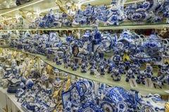 Moskau, Russland - 10. Januar 2015 keramisches Geschirr Stockfotografie