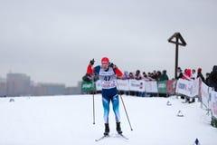 Moskau, RUSSLAND - 18. Januar 2015: Rennteilnehmer von FIS kontinentaler Ski Cup Lizenzfreie Stockfotos