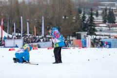 Moskau, RUSSLAND - 18. Januar 2015: Rennteilnehmer von FIS kontinentaler Ski Cup Lizenzfreie Stockbilder