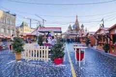 MOSKAU, RUSSLAND - 6. Januar: Weihnachtsmarkt auf dem Roten Platz I Lizenzfreie Stockbilder