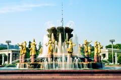 Moskau, Russland - 22. Juli 2016: Freundschafts-Nationsbrunnen VDNKh stockfotos