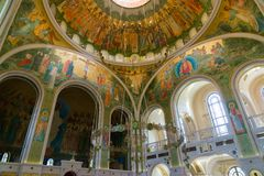 MOSKAU, RUSSLAND - 24. Juli 2017 Innenraum in der Kirche zu Ehren der Auferstehung von Christus, von neuen Märtyrern und von Beic Lizenzfreies Stockfoto