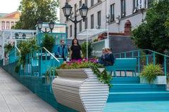 Moskau, Russland - 25. Juli 2017 Stoleshnikov-Weg ist Fußgängerstraße in der historischen Mitte der Stadt Traditioneller Ort von  Lizenzfreies Stockfoto