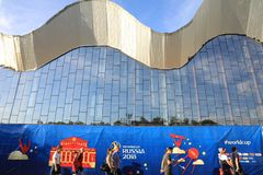 MOSKAU, RUSSLAND - 26. Juni 2018: Fans, die während des Spiels der Weltcup-Gruppe C zwischen Frankreich und Dänemark a feiern lizenzfreies stockbild