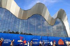 MOSKAU, RUSSLAND - 26. Juni 2018: Fans, die während des Spiels der Weltcup-Gruppe C zwischen Frankreich und Dänemark an Luzhniki- stockfotografie