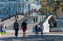 MOSKAU, RUSSLAND - 21 09 2015 Luzhkov-Fußgänger Lizenzfreies Stockbild