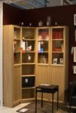 Moskau, Russland - 25. März 2018: Beispielmodernes Möbel-Kabinett stockfotografie