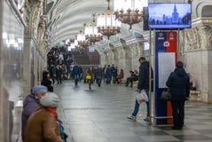 MOSKAU, RUSSLAND - 12. MÄRZ 2018: Die Leute an der Metrostation Lizenzfreie Stockfotografie