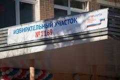 MOSKAU, RUSSLAND - 18. MÄRZ 2018: Ein Zeichen am Wahllokal f Stockfotografie