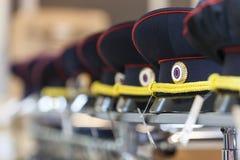 MOSKAU, RUSSLAND - 20. MÄRZ 2018: Eine Polizei bedeckt im Regal von einem fachkundigen Lagerspeicher der Polizei und der Militäru Stockbilder