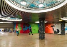 Moskau, Russland - 10. März 2016 Graffiti von Chkalovs Flug von Moskau nach Kanada über Nordpol in der U-Bahn Chkalovskaya Lizenzfreie Stockfotografie