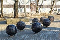 Moskau, Russland - 10. März 2016 Installation der moderner Kunst in einem Park nahe Metro Kurskaya Stockfotos