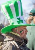 MOSKAU, RUSSLAND - 24. MÄRZ 2018: Leute feiern den TAG des HEILIGEN PATRICK Stockfoto