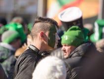 MOSKAU, RUSSLAND - 24. MÄRZ 2018: Leute feiern den TAG des HEILIGEN PATRICK Stockbild
