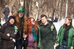 MOSKAU, RUSSLAND - 24. MÄRZ 2018: Leute feiern den TAG des HEILIGEN PATRICK Stockfotografie
