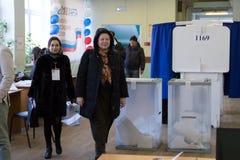 MOSKAU, RUSSLAND - 18. MÄRZ 2018: Mitglieder der Wahl commiss Lizenzfreie Stockfotografie