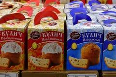 Moskau, Russland - 18. März 2018 Ostern-Kuchen in Perekrestok-Speicher Lizenzfreie Stockfotos
