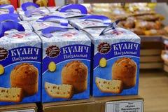 Moskau, Russland - 18. März 2018 Ostern-Kuchen in Perekrestok-Speicher Lizenzfreies Stockbild
