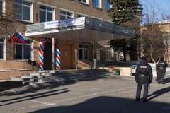 MOSKAU, RUSSLAND - 18. MÄRZ 2018: Rosgvardia-Soldaten am entr Stockbild
