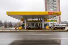 MOSKAU, RUSSLAND - 23. März 2017: Rosneft-Tankstelle Lizenzfreie Stockfotos