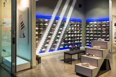 Moskau, Russland - 5. März 2017 Shop Adidas in komplexem Capitoliy nach innen Stockfoto