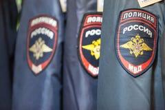 MOSKAU, RUSSLAND - 20. MÄRZ 2018: Uniform der Polizei im fachkundigen Lager Lizenzfreie Stockbilder