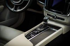 MOSKAU, RUSSLAND - 3. Mai 2017 CROSS COUNTRY VOLVOS V90, Innenansicht Test von neuem Cross Country Volvos V90 Dieses Auto ist AWD Stockfotos