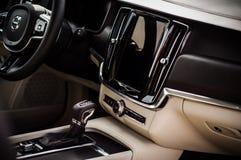 MOSKAU, RUSSLAND - 3. Mai 2017 CROSS COUNTRY VOLVOS V90, Innenansicht Test von neuem Cross Country Volvos V90 Dieses Auto ist AWD Stockfoto