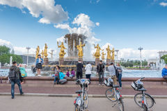 MOSKAU, RUSSLAND - 27. Mai 2017: Der Völker-Freundschafts-Brunnen in der Ausstellung von Leistungen der Volkswirtschaft VDNKh lizenzfreie stockbilder