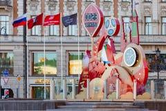MOSKAU, RUSSLAND - 21. Mai 2018: Eine Uhr mit einem Count-down von Tagen, von Stunden und von Minuten zum Anfang der Fußball-Welt Lizenzfreie Stockfotos