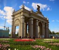 MOSKAU, RUSSLAND - 24. MAI 2017: Gesamt-russischer Tag der Ausstellungs-Mitte im Frühjahr Ansicht von VDNKH-Park und von Ausstell Lizenzfreie Stockbilder