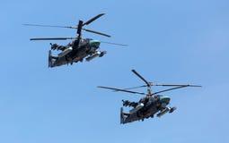 MOSKAU, RUSSLAND - 8. MAI: Hubschrauber Ka-52 Stockbild