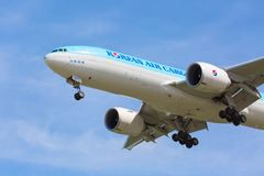 Moskau, Russland - Mai 2018: Korean Air-Fracht-Flugzeug-Boeing-Landung an internationalem Flughafen Sheremetyevo in Moskau gegen  lizenzfreie stockbilder