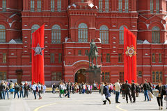 Moskau, Russland - 6. Mai 2017 Manezhnaya-Quadrat verziert mit Segeltuch zum Tag des Sieges Stockfoto