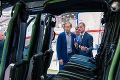 MOSKAU, RUSSLAND - 23. MAI 2015: Minister der Industrie und des Handels der Russischen Föderation Denis Manturov beim HeliRussia  Stockbilder