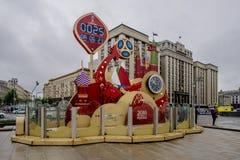 MOSKAU, RUSSLAND - 20. Mai 2018 Uhr auf dem Quadrat in Moskau, welches die Zeit vor dem Weltcup 2018 in Russland betrachtet Lizenzfreie Stockfotografie
