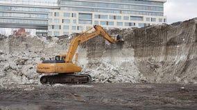 moskau Russland nachrichten heute Bagger zerstört den Schneeberg Konsequenzen von mehrtägige Schneefälle Schneewetter outdoor stock footage